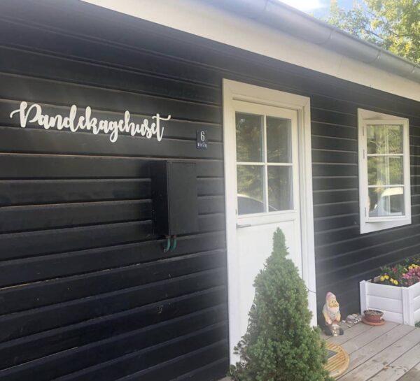 Skilt til udendørs hvid akryl sommerhus