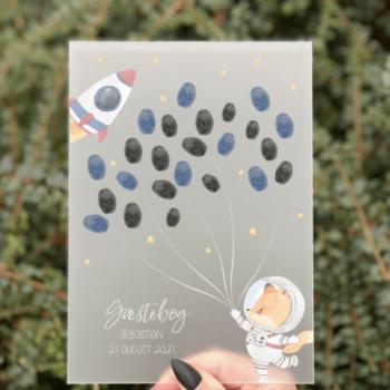gæstebog barnedåb skilt med fingeraftryk til gæsterne rum tema
