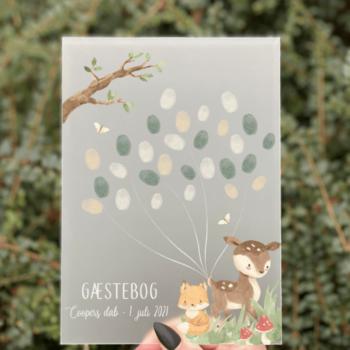 gæstebog barnedåb skilt med fingeraftryk til gæsterne skov tema